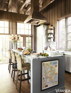 Use kitchen island ideas to better understand how to create a more functional and comfortable kitchen. Using custom kitchen islands means having the most appropriate island for your home and kitche… Hells Kitchen, Elegant Kitchens, Beautiful Kitchens, Upper Cabinets, Kitchen Cabinets, Rustic Kitchen Island, Kitchen Islands, Cozy Kitchen, Mediterranean Kitchen