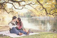 Country Engagement Photos sweet lakeside engagement inspiration - This country field lake engagement style is so perfect for a spring or summer engagement! Picnic Engagement Photos, Country Engagement Pictures, Engagement Photo Poses, Engagement Shots, Engagement Inspiration, Engagement Couple, Wedding Engagement, Engagement Photography, Fall Engagement Outfits