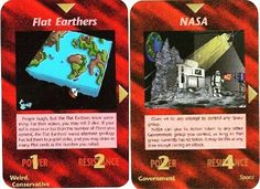 """Mais duas cartas do baralho Illuminati de Steve Jackson. A primeira """"Flat Earthers"""""""
