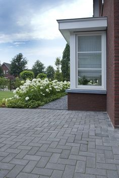 Wij laten graag de beelden spreken, geniet ervan! Garden Paving, Garden Landscaping, Outdoor Rooms, Outdoor Living, Outdoor Decor, Driveway Design, House Front, Go Outside, Home And Garden