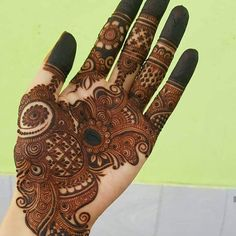 Mehndi henna designs are always searchable by Pakistani women and girls. Women, girls and also kids apply henna on their hands, feet and also on neck to look more gorgeous and traditional. Easy Mehndi Designs, Latest Mehndi Designs, Palm Mehndi Design, Arabian Mehndi Design, Indian Mehndi Designs, Henna Art Designs, Mehndi Designs For Girls, Mehndi Designs For Beginners, Mehndi Design Photos