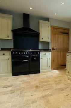 A beautiful kitchen design idea with travertine tiles #travertine #floor #home #interior #naturalstone #decor #tiles #kitchen #interiordesign