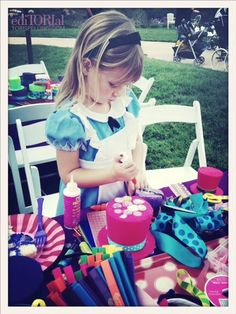 OMG...love all the details for this Mad Hatter Birthday party.  So cute!