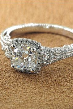 24 Vintage Engagement Rings With Stunning Details
