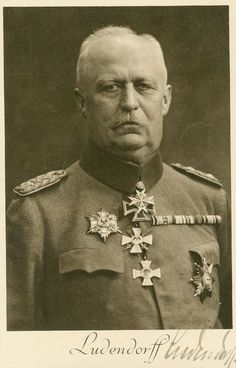 ■ Erich Ludendorff signed photo. He's with his Pour le Mérite and the Grand Cross of the Iron Cross.