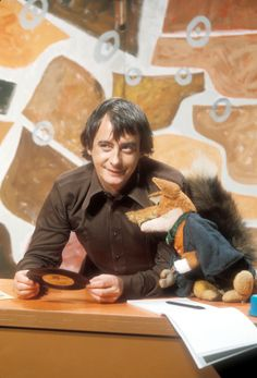 Derek Fowlds with Basic Brush in 1972.