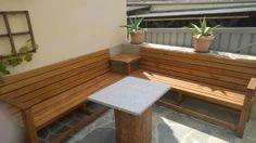 Enjoy your evenings on a cosy corner bench: http://www.1-2-do.com/de/projekt/Feieramndbierbenkla-Eck-mit-Gartenbank/bauanleitung-zum-selber-bauen/19180/