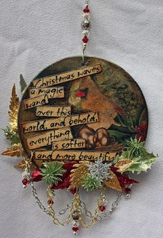 Victoria's Art Visions: Re-Purposing Old CD Disks Christmas Cds, Christmas Crafts To Make, Diy Christmas Ornaments, Christmas Decorations, Wire Ornaments, Xmas, Old Cd Crafts, Upcycled Crafts, Fun Crafts