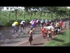 Tour Cycliste du Rwanda 2014 - Etape 2 : Rwamagana/Musanze. NDAYISENGA FAIT COUP DOUBLE Valens Ndayiensenga a attaqué dans la descente de la dernière ascension de la journée quasiment au même endroit où il avait construit sa victoire en 2013.