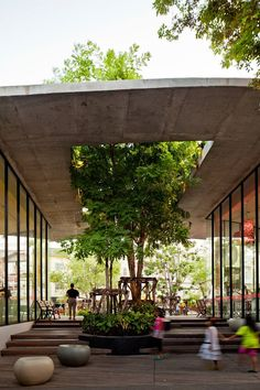 Kurve 7 / Stu/D/O Architects. Tropical Urban Architecture Kurve 7 / Stu/D/O Architects. Architecture Design, Tropical Architecture, Landscape Architecture, Sustainable Architecture, Classical Architecture, Architecture Courtyard, Architecture Portfolio, Concept Architecture, Ancient Architecture