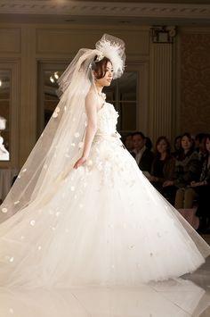 ショーコレクション|大政絢プロデュースウェディングドレス公式サイト|ミュゼドゥアヤ