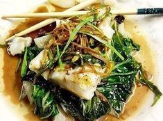 """Foil Steamed Spicy Ginger Soy Cod & Bok Choy This recipe has made it to the """"TOP"""" of all my fish recipes. It& steamed in aluminum foil and cooked in the oven. I can& begin to explain ho. Cod Fish Recipes, Bok Choy Recipes, Seafood Recipes, Asian Recipes, Cooking Recipes, Healthy Recipes, Ethnic Recipes, Steamed Fish Recipes Healthy, Delicious Recipes"""