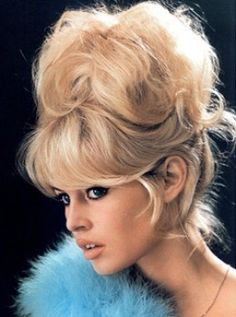 The latest tips and news on brigitte-bardot are on Neon.Dreamer you will find everything you need on brigitte-bardot. Brigitte Bardot, Bridget Bardot Hair, Wedding Bun Hairstyles, Retro Hairstyles, Celebrity Hairstyles, Pelo Retro, Pelo Vintage, Vintage Updo, Makeup Vintage