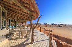 納米比亞飯店公共區域野生動物-SOSSUSVLEI-Little-Kulala-Wilderness-Safaris Africa Travel, Us Travel, Wilderness, Safari, Pergola, Outdoor Structures, Outdoor Decor, Traveling, Into The Wild