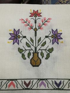 This Pin was discovered by müf Cross Stitch Designs, Cross Stitch Patterns, Cross Stitching, Cross Stitch Embroidery, Chicken Cross Stitch, Palestinian Embroidery, Stitch 2, Bargello, Cross Stitch Flowers