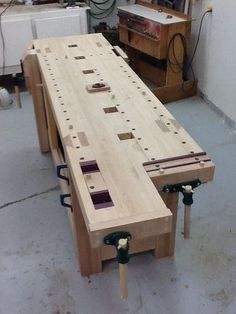 Work bench smack down - by Newage Neanderthal @ LumberJocks.com ~ woodworking community (I LIKE THIS ROUBO BENCH,AND THERE ARE MORE!!! DB. 12/08/2014)