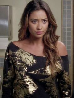 "Emily's Silence + Noise Scenic Foil Sweatshirt Pretty Little Liars Season 4, Episode 20: ""Free Fall"" - Spotted on TV"