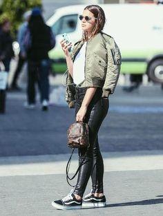 Bruna Marquezine passeia por NY com minimochila de R$ 7.000 - 05/05/2017 - UOL Estilo de vida