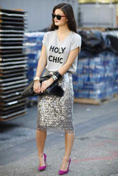 Need the Holy Chic shirt with glitter skirt. New York Fashion Week Street Style New York Fashion Week Street Style, Street Style Summer, Street Fashion, Look Fashion, Spring Fashion, Fashion Photo, Nail Fashion, Young Fashion, Cheap Fashion