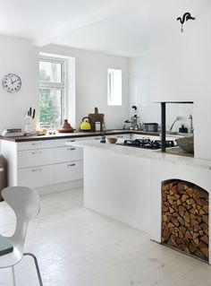 http://www.boligliv.dk/indretning/indretning/hjemme-hos-designeren-lenas-sans-for-form-og-farve/