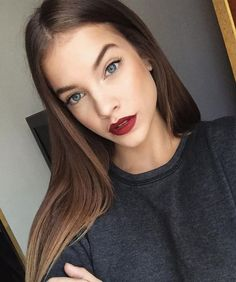 Barbara Palvin has been modeling for over a decade—and lately, we're crushing on her style more than ever. Here's 12 things to know about Palvin's approach to fashion. Barbara Palvin, Beauty Makeup, Hair Makeup, Hair Beauty, Eye Makeup, Smoky Eyes, Mode Style, Alexa Chung, Pretty Face