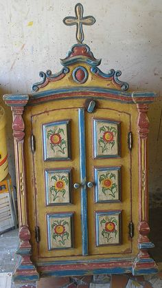 . Art Furniture, Painted Furniture, Faith Crafts, Colonial Art, Finding Treasure, Home Altar, Indigenous Art, Assemblage Art, Mexican Folk Art