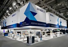 Stratasys - Blickfang Messebau GmbH Exhibition Stall, Exhibition Stand Design, Exibition Design, Hanging Banner, Double Deck, Banner Stands, Display Design, Exhibitions, Impression 3d