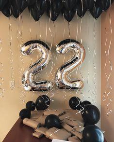 50 Ideas Birthday Boyfriend Surprise Relationships For 2019 Birthday Cake For Husband, Birthday Surprise Boyfriend, Birthday Presents For Him, Cute Birthday Gift, Birthday Cards For Mom, 22nd Birthday, Sister Birthday, Birthday Ideas, Wedding Balloon Decorations