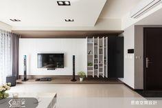 現代風的裝潢圖片為思維空間設計有限公司的設計作品,該設計案例是一間新成屋(5年以下)總坪數為30,格局為四房,更多思維空間設計有限公司設計案例作品都在設計家 Searchome Tv Console Design, Tv Cabinet Design, Tv Unit Design, Living Room Modern, Home Living Room, Living Room Designs, Modern Interior, Home Interior Design, Interior Architecture