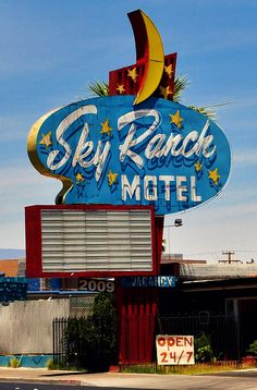 Old Neon sign from an abandoned Motel. Old Neon Signs, Vintage Neon Signs, Old Signs, Advertising Signs, Vintage Advertisements, Vintage Ads, Vintage Diner, Vintage Images, Retro Signage