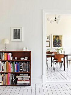 A white Gothenburg apartment tour
