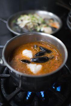 How to experience Prince Edward Island like a true Islander via Canadian Traveller Magazine. #play #local #do #eat #seafood #taste #mussels #see #princeedwardisland #pei #explorepei #activities #recreation ©Tourism PEI /Dave Brosha
