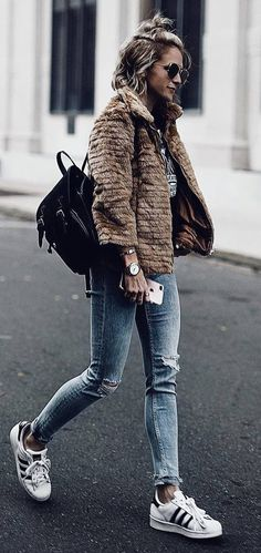 street style addiction / jacket + bag + ripped jeand + sneakers