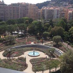 #Fontvieille Belle journée amies d'IG ! Latergram : vue sur la Roseraie Princesse Grâce depuis notre chambre d'hôtel ce week-end à Monaco. Un merveilleux week-end et mon homme aux anges pour son anniversaire. #monaco #roseraieprincessegrace by bijouxmamai from #Montecarlo #Monaco