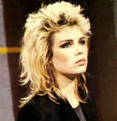 Love this hair style! Kim Wilde, 80s Pop, Idole, New Haircuts, Post Punk, Pop Singers, Pure Beauty, Curly Hair Styles, Cool Hairstyles