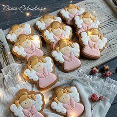 Поздравляю всех Катерин с Днем Ангела !Милые ангелочки для одной юной Катюши.Пускай ее Ангел- Хранитель всегда будет рядом, как и наши... #имбирныепряники #пряники#пряник #пряникиназаказ #пряникикиевназаказ #пряникиукраина #сладостикиеа #royalicing#icing#cookies#cookiesdecoreted#sugarcookies
