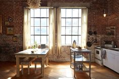18 Kitchens with Exposed Brick Walls Exposed Brick Kitchen, Exposed Brick Walls, Kitchen Brick, Loft Kitchen, Home Decor Bedroom, Living Room Decor, Dining Room, Brick Interior, Interior Design