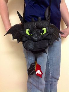 Commissioned How to Train your Dragon Toothless Night Fury Purse Deluxe for… Toothless And Stitch, Toothless Dragon, Dragon Crafts, Dragon Art, How To Train Your, How Train Your Dragon, Croque Mou, Toothless Night Fury, Dragon Birthday