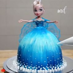 """cake decorating videos You can say """"Yes"""" to this gorgeous cake modeled after Elsa from Frozen! Credit: Hi Nguyn Nicecake Anna Frozen Cake, Frozen Doll Cake, Elsa Doll Cake, Anna Elsa Cake, Easy Frozen Cake, Disney Frozen Cake, Frozen Elsa Dress, Birthday Cake Video, Elsa Birthday Cake"""