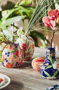 Loving these floral vases! We would definitely use them. Slab Pottery, Thrown Pottery, Ceramic Pottery, Pottery Wheel, Ceramic Clay, Ceramic Painting, Ceramic Bowls, Leah Goren, Tassen Design