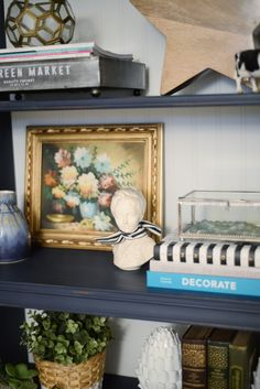 How to use chalk style FAT Paint on navy bookcase | Ramblingrenovators.ca