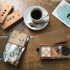 コーヒーと音楽と和三盆と。「コーヒー日和」。ブラックコーヒーに相性抜群のモカフレーバー和三盆など、今までにない感覚でお召し上がりいただけます。<取扱 日和制作所> Craft Markets, Tokyo, Craft Ideas, Marketing, Tableware, Crafts, Dinnerware, Manualidades, Tablewares