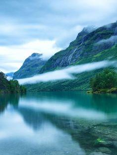 It's a beautiful world / Lake Loen / Norway