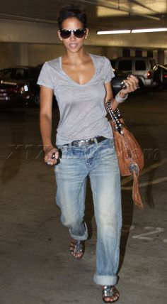 Halle Berry  Effortless style!