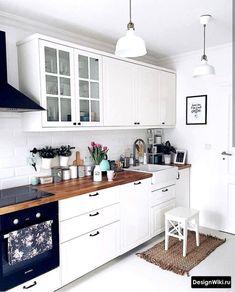 kitchen remodel small Cuisine Blanche Et Bois: 25 Ides Dco Pour S'Inspirer Kitchen Desks, Small Apartment Kitchen, Home Decor Kitchen, Home Kitchens, Kitchen Cabinets, Small Kitchens, Kitchen Small, Decorating Kitchen, Kitchen Worktop