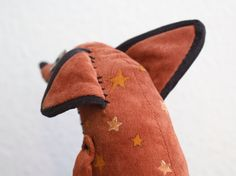 A plush I made of the fox from the Little Prince ★ He is a posable (sitting) OOAK plush with hand painted patterns and decorative stitching. –EDIT– The pattern is now up for sale here Plush Pattern, Fox Pattern, Little Prince Fox, Fox Toys, Stuffed Animal Patterns, Painting Patterns, Handmade Toys, Sewing Projects, Etsy