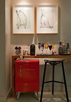 Decoração de: Detalhes; mini bar vintage vermelho; Casa de Valentina