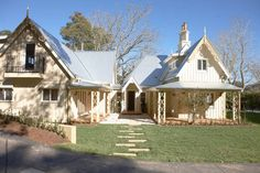 Eridge Lodge Burradoo, a Bowral Cottage Cute Cottage, Highland Homes, Australian Homes, Facade House, Cottage Homes, Interior And Exterior, Outdoor Structures, Cabin, House Styles