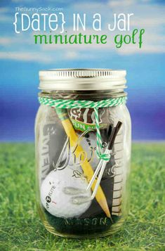 Gifts in a jar can be more than just homemade baking mixes. This DIY miniature golf gift in a jar is just perfect for golf lovers and similar gifts could be made for other sports as well. Mason Jar Christmas Gifts, Mason Jar Gifts, Handmade Christmas Gifts, Mason Jar Diy, Christmas Presents, Handmade Gifts For Men, Holiday Gifts, Diy Father's Day Gifts Easy, Diy Gifts In A Jar