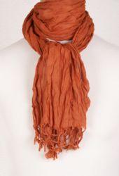 Bouffante, roestbruine crushed cotton sjaal als omslagdoek, €12,95